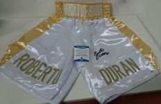 Original boxing box, white and gold letters, signed by boxing legend Roberto Manos de Piedra Duran, Hand of Stones embroidered on the waist, with Beckett certificate of authenticity