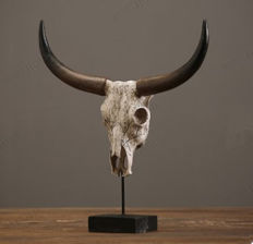 Large, striking patinated resin-replica Bull Skull - Bos taurus - 39 x 45cm - 6kg
