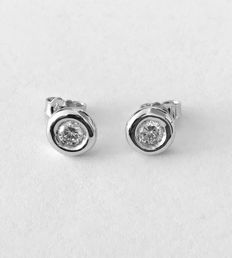 750/1000 white gold earrings set with two diamonds 0.50 ct in total