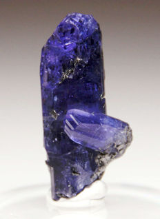 Tanzanite Twin Crystal on Graphite - 30 x 9 x 12 mm - 29.12 ct