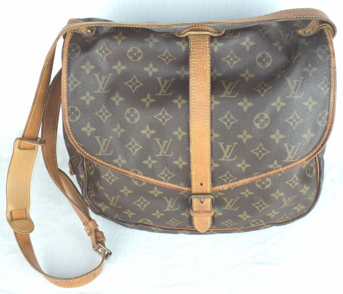683d93449f4b Louis Vuitton - Saumur 35 Shoulder Messenger Bag - Vintage - Catawiki