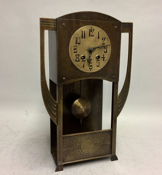 Art Nouveau table clock, with striking mechanism, in burnished brass, Arts and Crafts