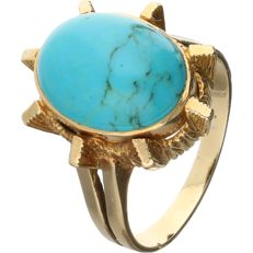 18 kt - Yellow gold ring set with an oval, cabochon cut turquoise - Ring size: 16.5 mm
