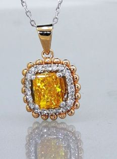Pendant white with 0.73 ct fancy deep yellowish orangey colour diamond & 0.20 ct white diamonds