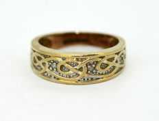 Vintage 9K Yellow Gold Ring With Diamonds (0.06 CT Total) Circa.1970's