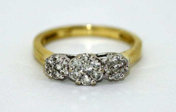 18K Yellow Gold Ladies Ring With Diamonds (0.28 CT Total), 1990's