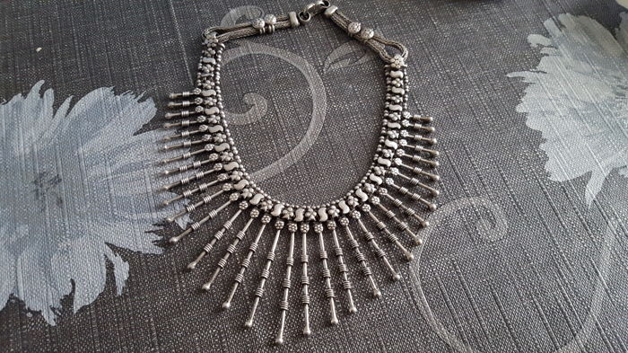 Women's necklace from the Middle East, 925 solid silver, handmade.  Length around the neck: 38 cm, 93 g.
