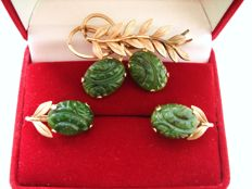 Estate (1930s- 1940s) - Hallmarked & stamped - 12K Yellow Gold filled Set: Brooch + Earrings with carved real green Jade