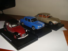 Ix0-Hachette - Scale 1/24 - Lot of 3 cars: Renault 8 Gordini, Citroen 2CV6 Charleston & Citroen DS23 Pallas