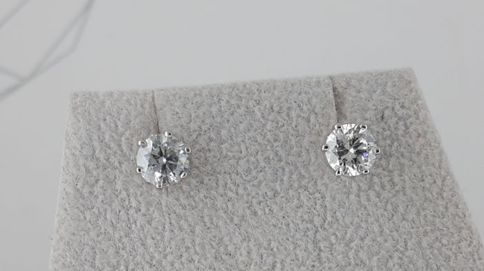 1.16 ct SI1 round diamond stud earrings 14 kt white gold