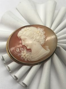 Cameo gemme brooch with 18 kt/750 yellow gold mount and pin