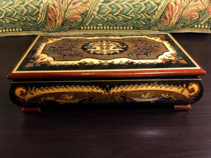 Reuge Music box in Burr-Walnut inlaid with floral arabesques