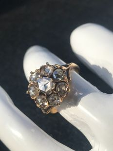 18 kt gold ring with diamonds totalling 1 ct - Size 16.5