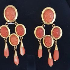 Earrings in 18 kt gold with coraline 7.70 g
