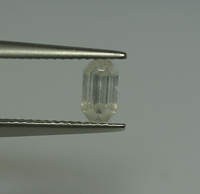 Phosgenite, colourless, 1.36  ct