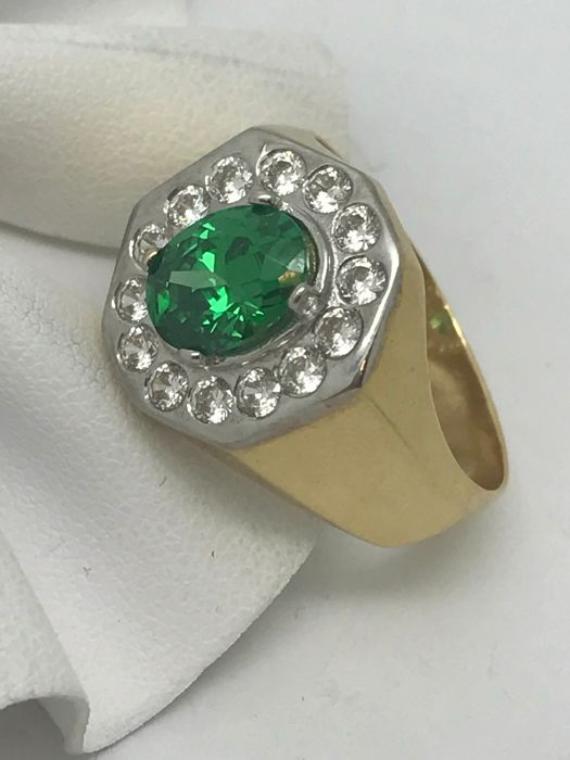 Vintage - signet ring made of 750 / 18 kt yellow gold with green & white zirconia