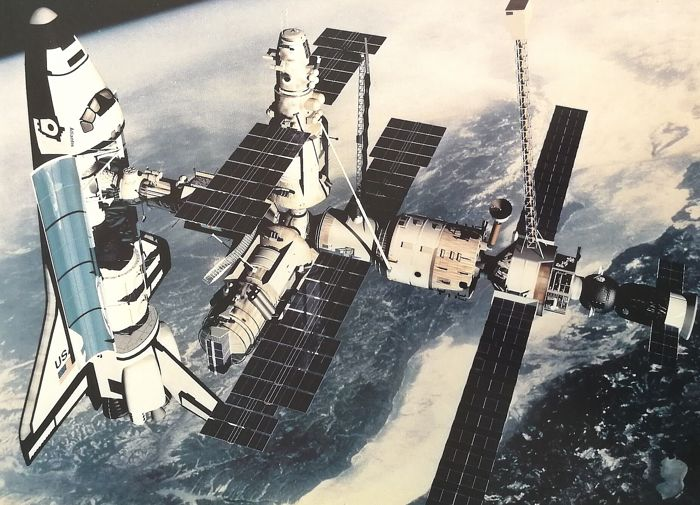 Nasa - Shuttle Docking with Russian Mir Space Station & International Space Station, 1990/2000's