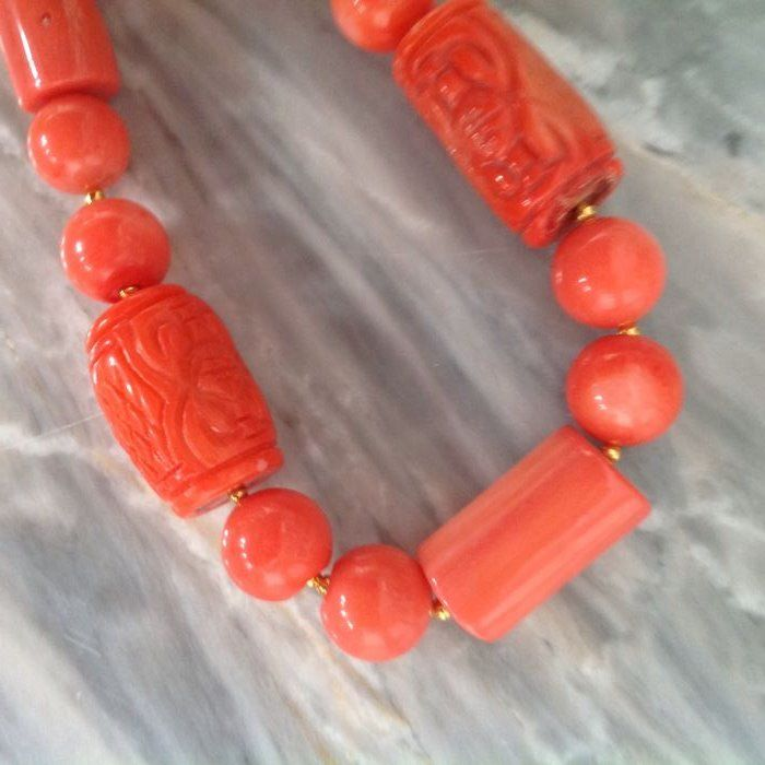 Vintage Bracelet of Carved Coral with Yellow Gold 18 kt/750 / not gold plated / length: 24 cm.