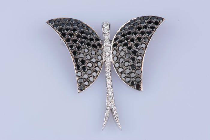 Brooch 18 kt white gold butterfly with approx. 108 black diamonds