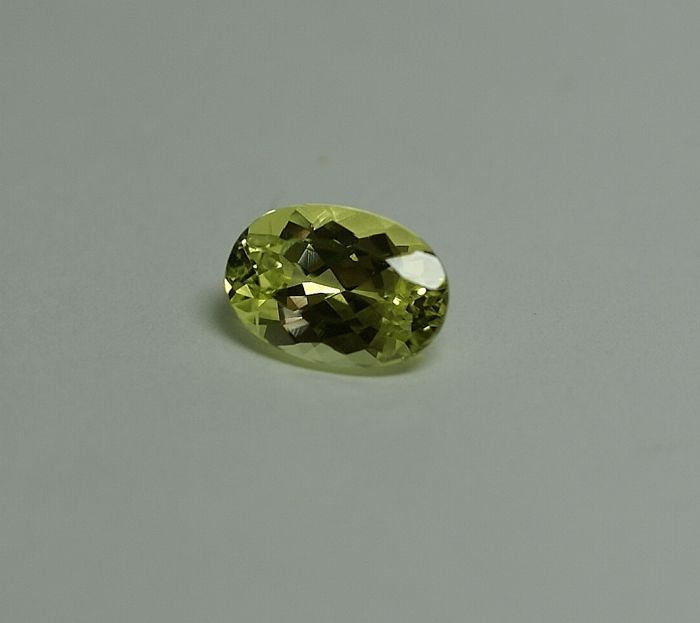 Crysoberyll,  greenish -yellow,   2.45ct
