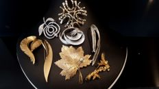 Vintage Brooch set of 8 brooches from Sarah Coventry
