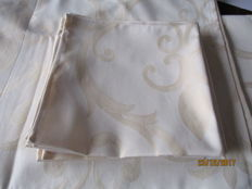 Tablecloth of shiny damask with woven pattern + 6 matching napkins
