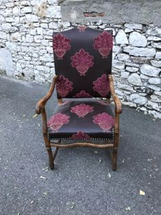 A chair in walnut, Louis XIV style, France, 20th century, renovated