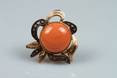 White and yellow gold ring with pink coral cabochon and diamonds