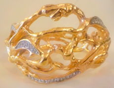 Elisabeth Taylor Brand   -   Bracelet  in golden  metal  with  ramage  and  surrounding  rhinestones    -  Total Weight  gr. 90  -  Cm. 24 ( length )  and  from  cm. 1  to cm 5 of  width  -