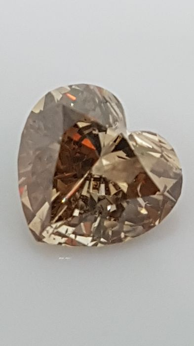 1.02 ct - Heart cut - Brown - SI2