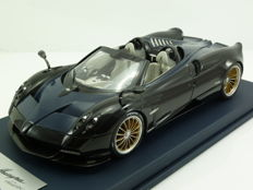 Looksmart Models - Schaal 1/18 - Pagani Huayra Roadster 2017 - Geneva Motorshow Presentation - Shiny Black - Ltd Ed 30 pcs