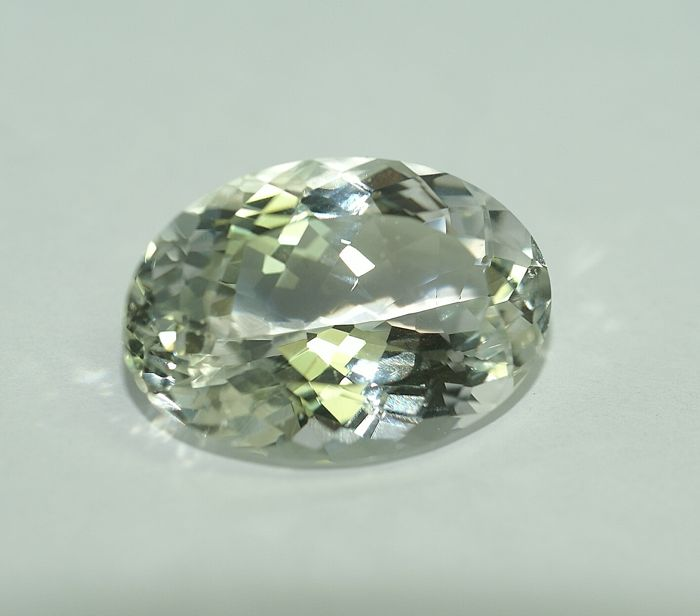 Beryl - light green, 25.76 ct