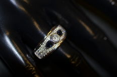 Ring with 1 diamond of 0.50 ct, 36 diamonds of 0.03 ct and 2 non-heat-treated sapphires of 0.25 ct 'No reserve price'