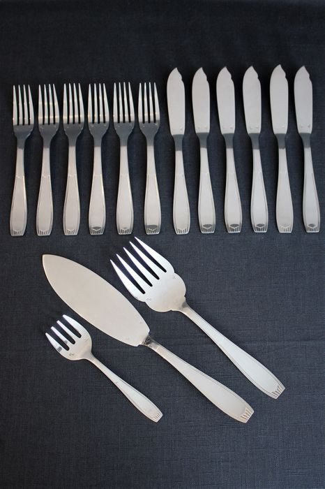 "Silver-plated fish cutlery for 6 people - Alfenide, Christofle - model ""Saigon"" - beginning of the 20th century"