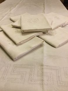 wonderful large French damask tablecloth with its 8 large napkins, beautiful monogrammed and embroidered initials