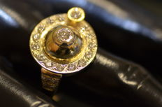 Ring with a total of 1.64 ct of diamonds, colour F, clarity VS2, in yellow gold 'No reserve price'