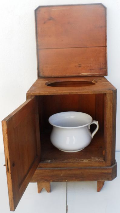 Toilet, Furniture To Hide The Potty   Decade Of 1930   Portugal