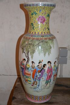 Exceptional large polychrome vase - China - Early Peoples Republic period (1949-1966)