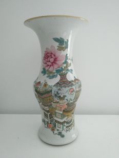 Porcelain baluster vase from the 'Qianjiangcai' family with decorations of books, vases and flowers - China - Republic Period.