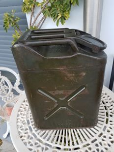 Vintage US Metal Jerry Can 5 Gallon Military W Nesco 1951 Jeep Display