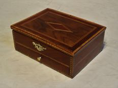 A Directoire mahogany and inlaid jewellery box – France – circa 1795/1810