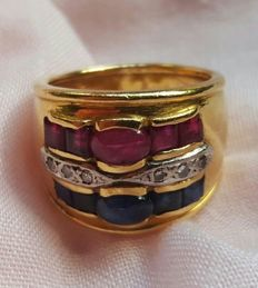 18 kt gold - Ring with rubies, sapphires and diamonds - 2.41 ct - Size: 18.