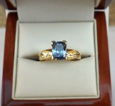 Stunning ring in 14 kt yellow gold with 1.74 ct natural tanzanite (IGI & Tanzanite Foundation certified) NO RESERVE