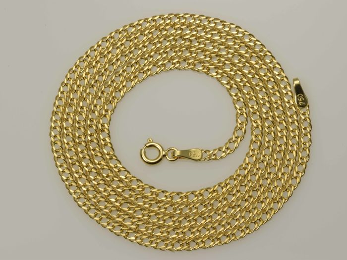 18k Gold Necklace. Chain - 64.5 cm. Weight 3.56 g. No reserve price.