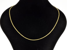 18k Gold Necklace. Chain - 49.5 cm.