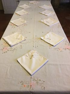 Very large tablecloth with ten beautiful napkins, nice quality, exquisite and elegant embroidered colourful motif.