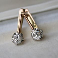 Brilliant earrings handcrafted: 14kt. yellow gold and Platinum, the Old European Cut diamonds G/VVS of approx. 0.5 carat each, total approx. 1 carat.