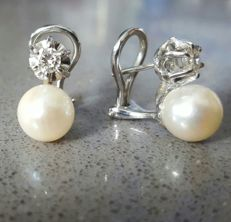 18 kt white gold - diamond and cultured pearl earrings - 0.43 ct - 8.54 g