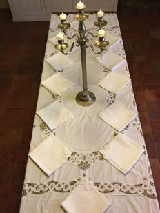 Excluding very large embroidered lace tablecloth from Bruges with twelve beautiful napkins, top quality!