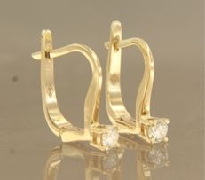 No reserve price, 14 kt gold dangle earrings set with brilliant cut diamond, approx. 0.16 carat in total